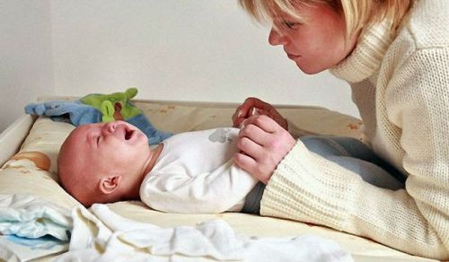 az újszülött fiziológiai hipertóniában szenved