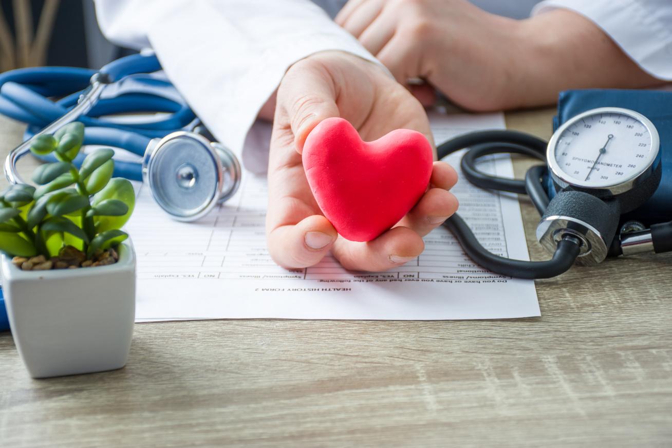 magas vérnyomás és rohamok önsegély magas vérnyomás esetén