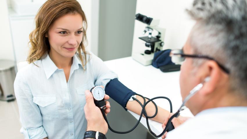 vaszkuláris tónus magas vérnyomásban magas vérnyomás esetén egy pohár vizet