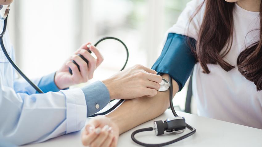 a fej magas vérnyomásának tünetei